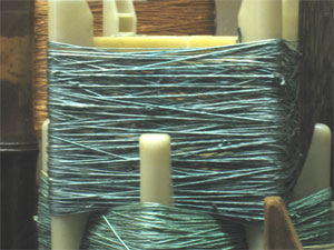 天然の蚕から取った絹糸の原糸です。